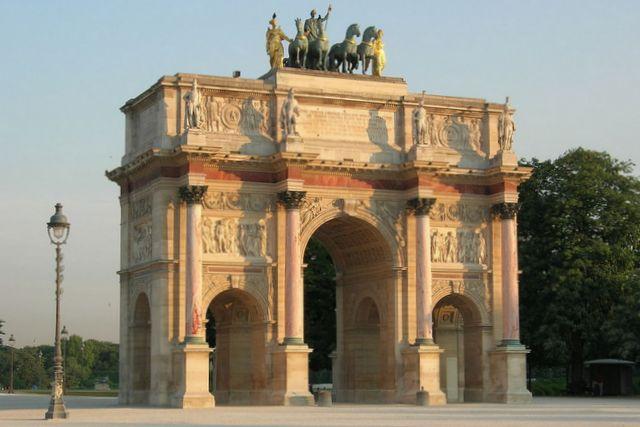 Łuk triumfalny Carusel w Paryżu