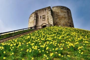 Wieża Clifforda – niemy świadek dramatycznej historii